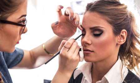 Benefits of Becoming a Freelance Makeup Artist